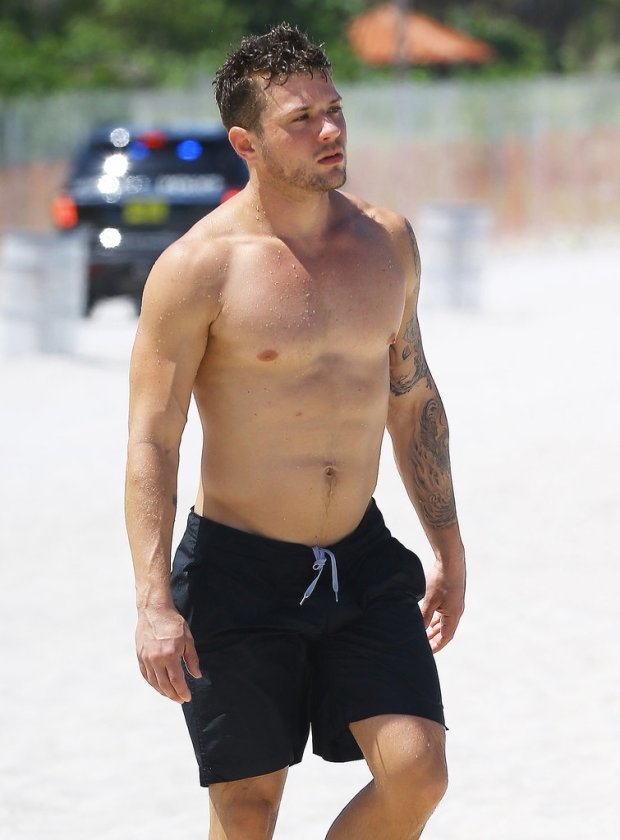 Ryan-Phillippe-Shirtless-Miami-2014-Pictures